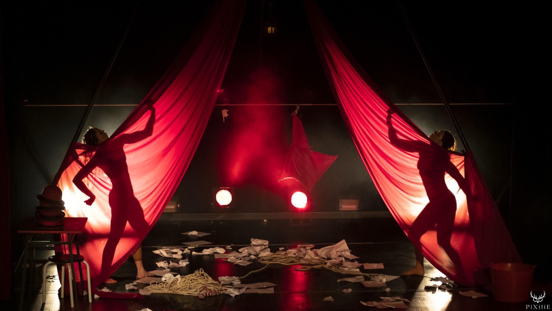 Photographie du spectacle de la Cia dos mundos al-arte