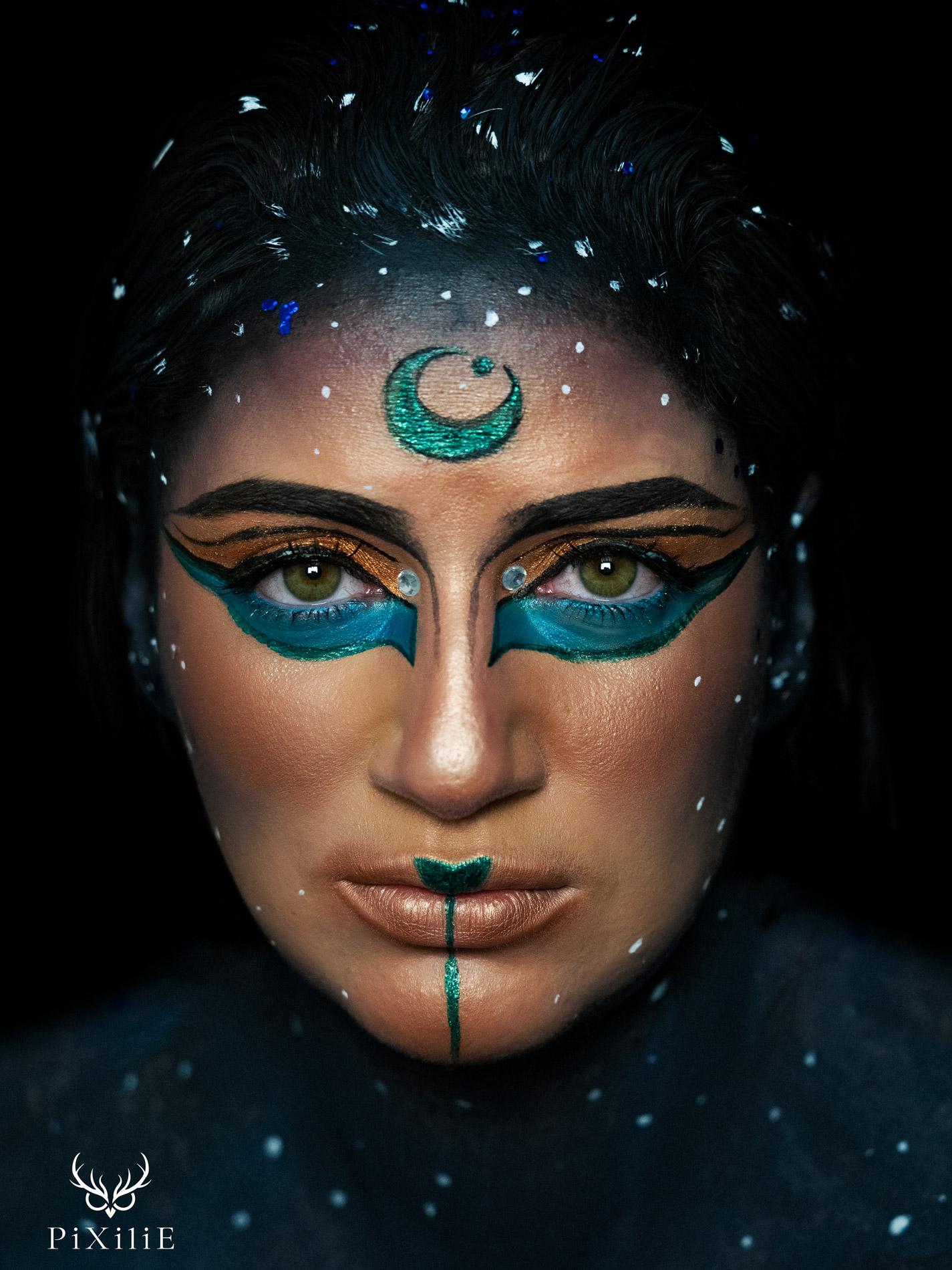Photographie artistique : portrait d'une déesse égyptienne